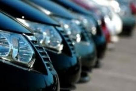 Auto parcheggiate al coperto